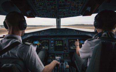 Pilotin / Pilot werden: Infos über Ausbildung, Voraussetzungen und Gehalt